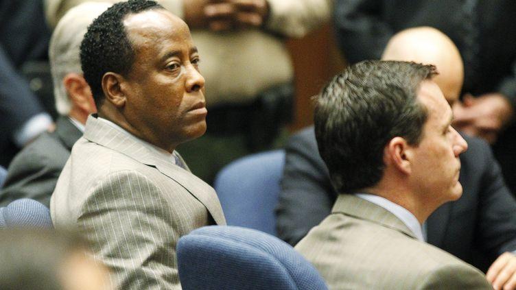 Le Dr Conrad Murray lors de l'énoncé du verdict de la Cour supérieure de Los Angeles lundi 7 novembre 2011. (AL SEIB/REUTERS)