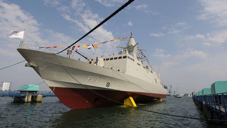Mise à l'eau d'une Corvette Baynunah, bateau conçu sur les chantiers navals Les Constructions Mécaniques de Normandie, le 25 juin 2009. (MAXPPP)