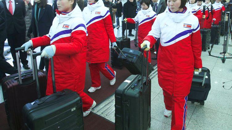 Les hockeyeuses nord-coréennes sont arrivées au Sud pour former une équipe (KOREA POOL / KOREA POOL)