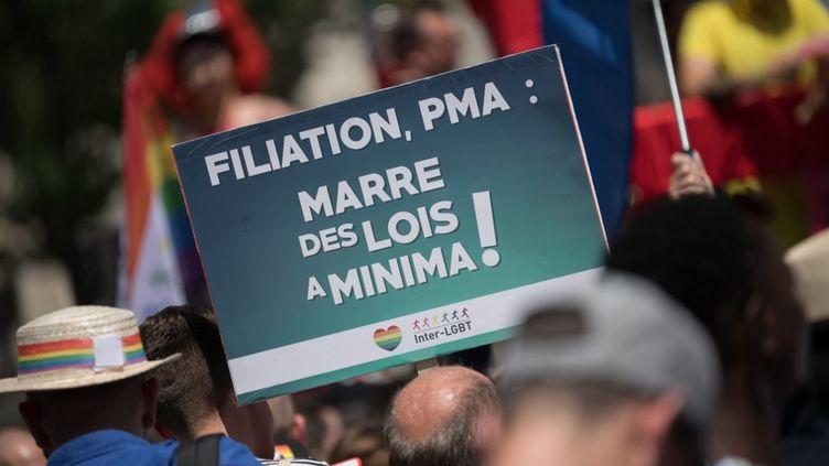 Slogan de l'Inter-LGBT à la Marche des fiertés 2019, le 29 juin 2019 (ESTELLE RUIZ / NURPHOTO)