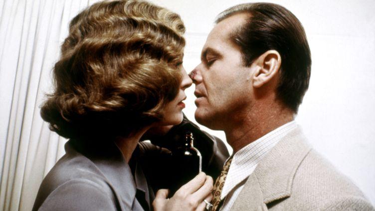 """Jack Nicholson et Faye Dunaway dans """"Chinatown"""", de Roman Polanski (1974) (PARAMOUNT PICTURES / PENTHOUSE / AFP)"""