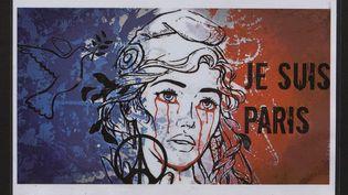 Après les attentats du13 novembre 2015, les archives de Paris ont recueilli les messages de soutien déposés sur les pavés parisiens. (ARCHIVES DE PARIS / FRANCEINFO)