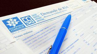 Des formulaires de demande du RSA et de la prime pour l'emploi, à Mulhouse (Haut-Rhin), le 20 août 2014. (MAXPPP)