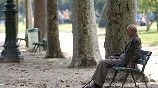 Près de 900 000 retraités veufs ont vu leurs impôts locaux augmenter en 2015. (CHARLES PLATIAU / REUTERS)