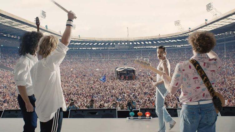 "Freddie Mercury (Rami Malek) sur scène avec Queen dans ""Bohemian Rhapsody"" de Dexter Fletcher.  (Twentieth Century Fox)"