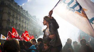 Une manifestante de l'Unef contre la réforme des retraites, le 20 octobre 2010, à Paris. (FRED DUFOUR / AFP)