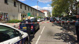L'avenue Teisseire à Grenoble (Isère), où une fusillade mortelle a éclaté le 25 avril 2016.    (MARIE MICHELLIER / FRANCE 3 ALPES)