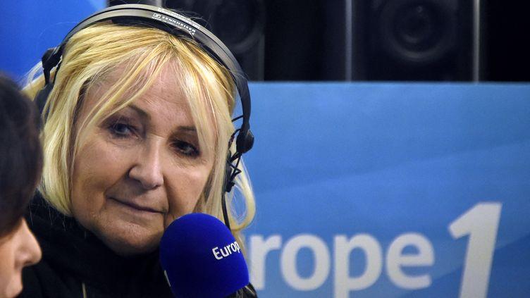 L'animatrice Julie Leclerc, le 19 mars 2015, à l'antenne d'Europe 1. (DOMINIQUE FAGET / AFP)