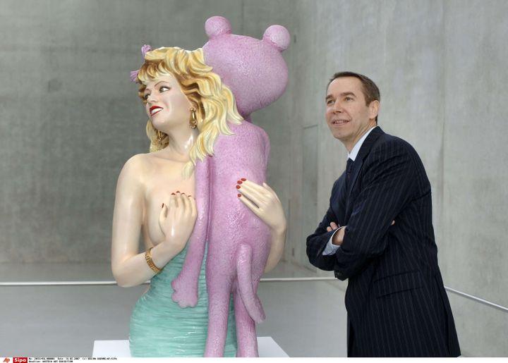 """Jeff Koons et sa """"Pink Panther"""" à Brégence (Autriche), en février 2007 (REGINA KUEHNE/AP/SIPA / AP)"""