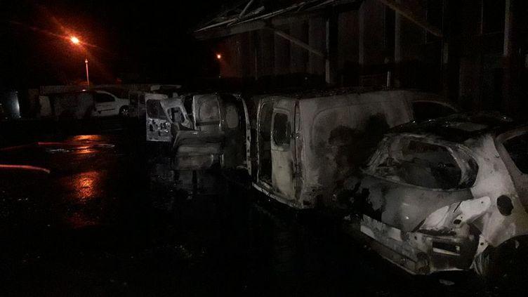 Photo de véhicules de Toulouse Métropole Habitat incendiés, le 25 avril 2020. (CAPTURE D'ECRAN)
