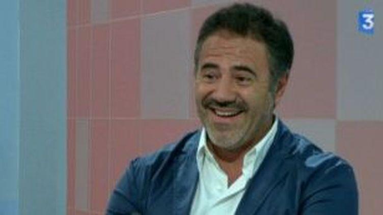 Chez Gino : José Garcia en pizzaïlo et faux mafioso  (Culturebox)