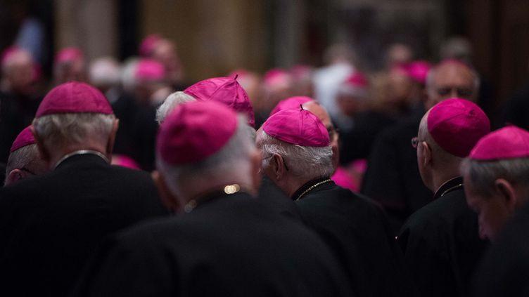 Des évêques lors d'une messe à Washington (Etats-Unis), le 23 septembre 2015. (NICHOLAS KAMM / AFP)