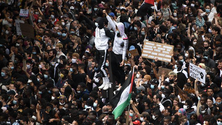 La manifestation contre le racisme et les violences policières du 13 juin 2020 a réuni quelque 15 000 personnes place de la République à Paris. (ANNE-CHRISTINE POUJOULAT / AFP)