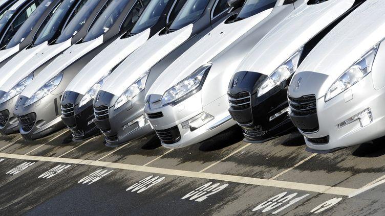Un parking de l'usine PSA Peugeot Citroën de Rennes, en février 2011. (DAMIEN MEYER / AFP)