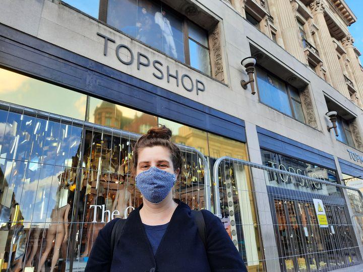 Helen, cliente régulière de la marque Topshop à Londres, le 9 février 2021. (RICHARD PLACE / RADIO FRANCE)