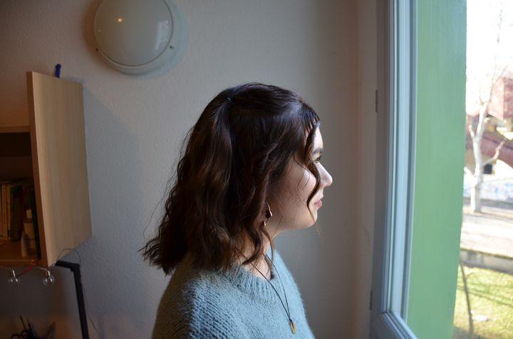 Jessica Lebrun, dans sa chambre universitaire à Villeurbanne. (CHARLES-EDOUARD AMA KOFFI / FRANCEINFO)