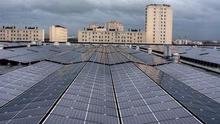 Inauguration le14 décembre 2017de la plus grande centrale photovoltaique sur toiture d'Ile-de-France, près de 12000 m2 de panneaux solaires installés sur sur le toit d'un réservoir de l'entreprise publique Eau de Paris. (BRUNO LEVESQUE / MAXPPP)