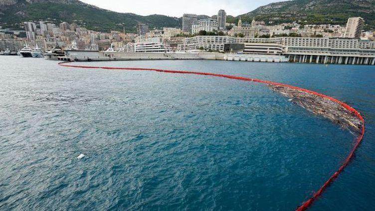 L'entrée du port Hercule, à Monaco, est protégée par un barrage filtrant. (MICHAEL ALESI / DIRECTION DE LA COMMUNICATION DE MONACO)