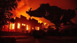 Une habitation en proie aux flammes àHealdsburg en Californie, le 27 octobre 2019. (JOSH EDELSON / AFP)