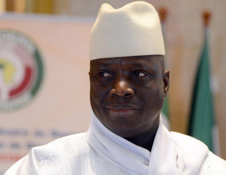 Le président sortant gambienYahya Jammeh, lors d'un sommet africain à Yamoussoukro (Côte d'Ivoire), le 28 mars 2014. (ISSOUF SANOGO / AFP)