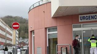Covid-19 : l'inquiétude grandit autour du foyer de contamination à l'hôpital de Dieppe (France 2)