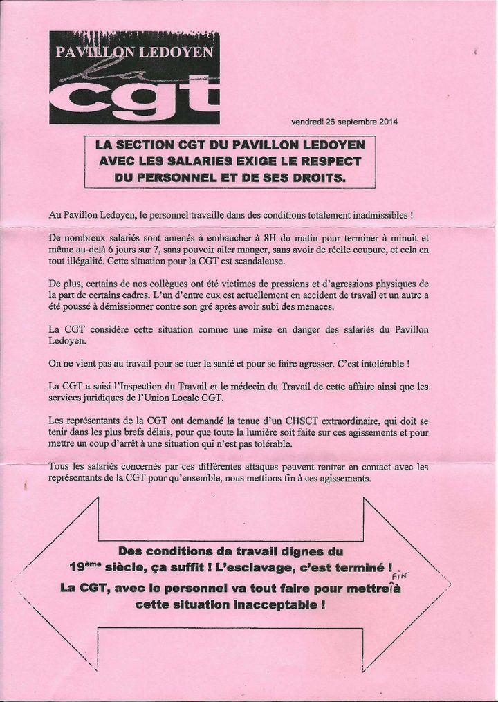 Un tract de la CGT distribué devant le Pavillon Ledoyen, en septembre 2014. (FRANCETV INFO)