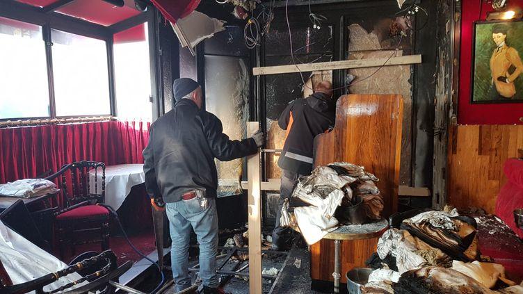 L'intérieur ravagé par les flammes de la brasserie parisienne La Rotonde, le 18 janvier 2020. (XAVIER GRUMEAU / RADIO FRANCE)
