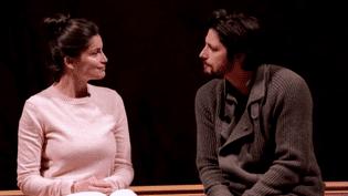 Laetitia Casta et Raphaël Personnaz, couple en crise dans Scènes de la vie conjugale au théâtre de l'Oeuvre.  (France 2 / Culturebox)
