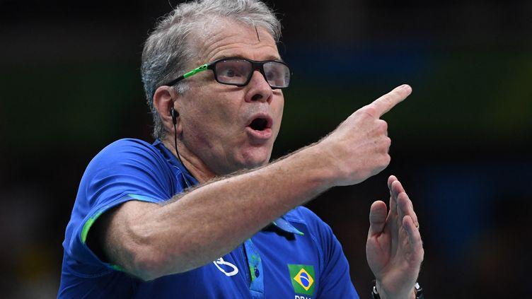 Bernardo Rezende va succéder à Laurent Tillie pour diriger l'équipe de France masculine de volley après les Jeux olympiques de Tokyo. (KIRILL KUDRYAVTSEV / AFP)