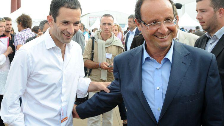 Benoît Hamon et François Hollande, complices, lors de l'université d'été du PS, le 27 août 2011 à La Rochelle (Charente-Maritime). (XAVIER LEOTY / AFP)