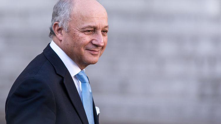 Le ministre des Affaires étrangères Laurent Fabius quitte l'Elysée, mercredi 10 février 2016 à Paris, après le conseil des ministres. (CITIZENSIDE / YANN KORBI / AFP)