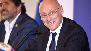 Bernard Laporte, président de la fédération française de Rugby, le 12 octobre 2017, lors d'une conférence de presse à Nice (Alpes-Maritimes). (CITIZENSIDE / ERICK GARIN / AFP)