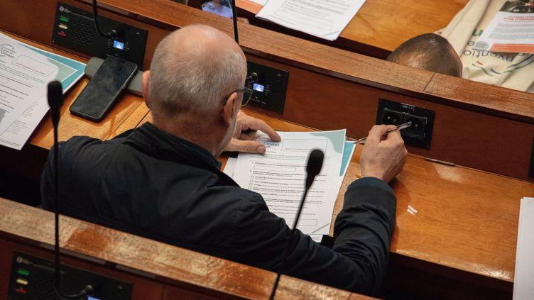 150 citoyens tirés au sort font des propositions pour lutter contre le réchauffement climatique au Conseil économique, social et environnemental (CESE). (TANGI JAILLET / MAXPPP)