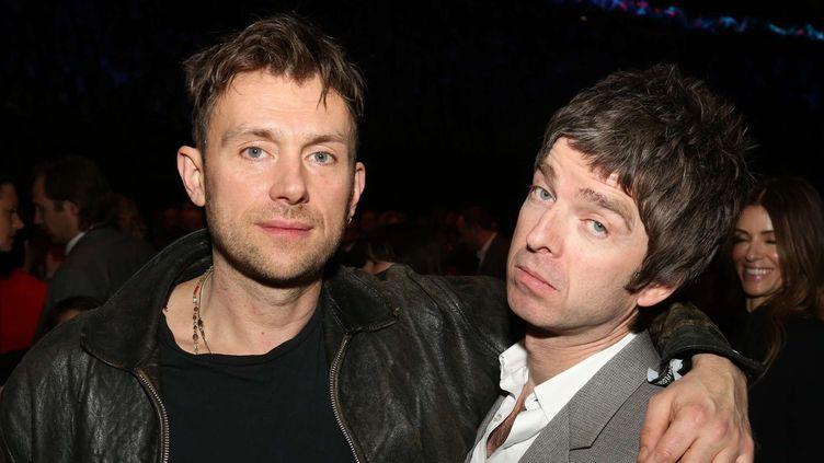 Damon Albarn et Noel Gallagher copains comme cochons aux Brit Awards en 2013.  (John Marshall/AP/SIPA)