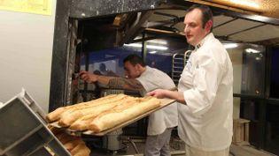 Stéphane Cazenave dans sa boulangerie de Saint-Paul-Les-Dax (Landes), le 10 février 2015. (MAXPPP)