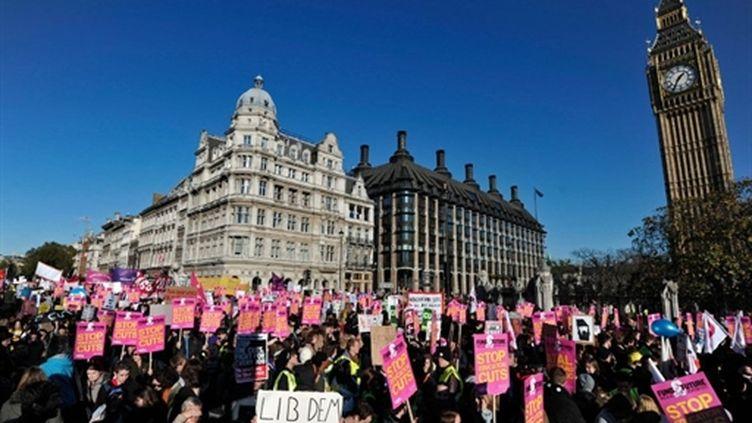 Manifestation d'étudiants à Londres contre la hausse des droits d'inscriptions (10 novembre 2010) (AFP/Carl Court)