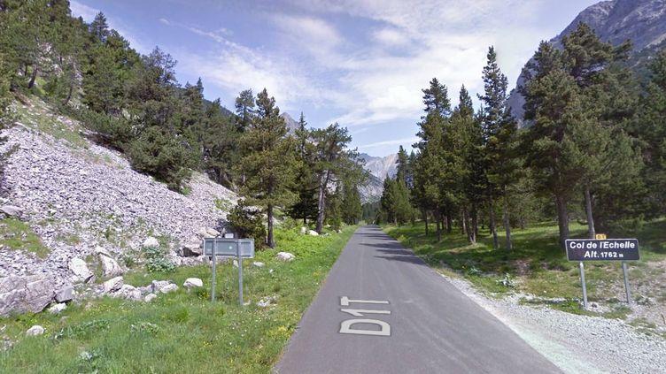 La stèle est située au sommet du col de l'Echelle (Hautes-Alpes), entre Névache et Bardonecchia. (GOOGLE MAPS)