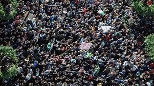Des manifestants opposés à l'élection présidentielle sont réunis à Alger (Algérie), le 12 décembre 2019. (STRINGER / DPA / AFP)