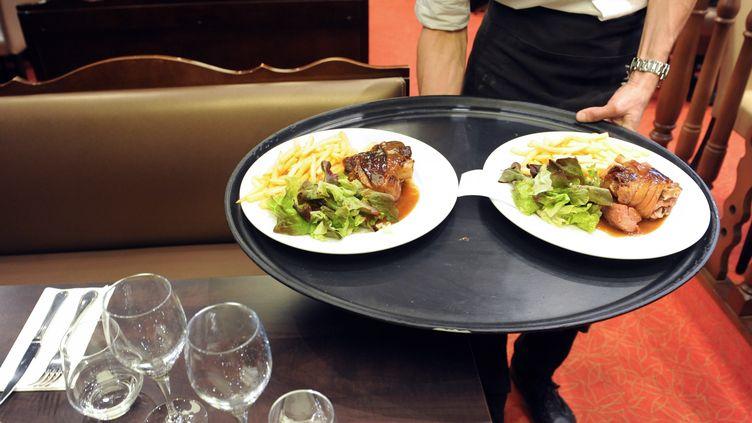 Dans un restaurant deQuimper (Finistère), le 20 juin 2012. (FRED TANNEAU / AFP)