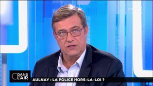 """Capture d'écran du policier LucPoignant, membre du syndicat Unité police SGP-FO, était invité de l'émission """"C dans l'air"""" sur France 5, le 9 février 2017. (FRANCE 5)"""