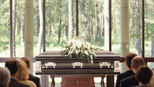 Les funérailes proposées par www.revolution-obseques.frcoûtent, en moyenne, 1800 euros. (GETTY IMAGES)