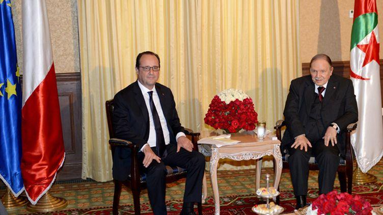 En Algérie - Hollande loue la