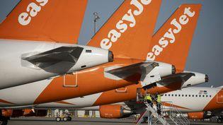 Des dérives d'avions easyJet sur l'aéroport de Berlin-Schoenefeld (Allemagne). Photo d'illustration. (AFP)