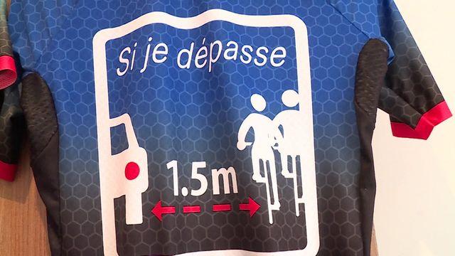 Vélo : un panneau sur le maillot