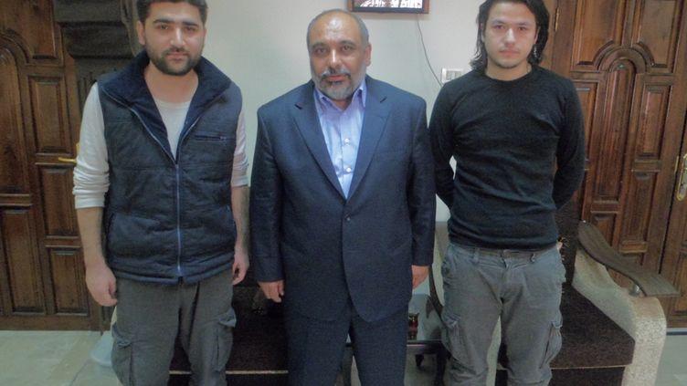 Deux journalistes turcs ont été libérés après deux mois de détention en Syrie. Dans ces images Adem Özköse et Hamit Coskun étaient encore à Damas entre les mains de l'organisation humaitaire qui s'est occupée de leur libération. (HANDOUT / IHH)