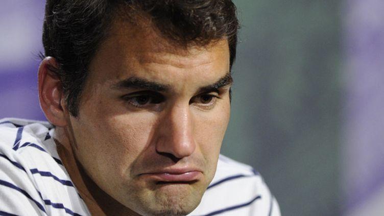 Le masque de Roger Federer en conférence de presse