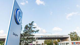 Une usine Volkswagen à Salzgitter, en Allemagne, le 30 septembre 2015. (PHILIPP VON DITFURTH / DPA / AFP)