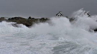 Avis de tempête sur la pointe du Finistère, en Bretagne, vendredi 3 février 2017. (MAXPPP)