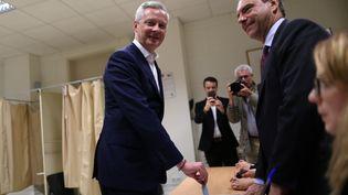 Bruno Le Maire, ministre de l'Economie, vote pour le premier tour des législatives, le 11 juin 2017. (CHARLY TRIBALLEAU / AFP)