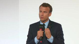 Emmanuel Macron dévoile les mesures pour les quartiers prioritaires, à Paris le 22 mai. (FRANCEINFO)